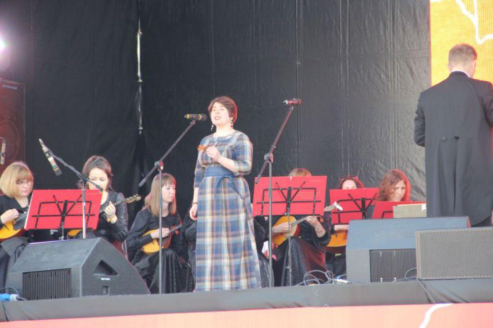Выступление музыкальных коллективов.