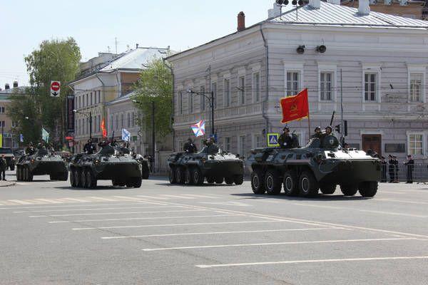 Парад военной техники на площади Свободы.