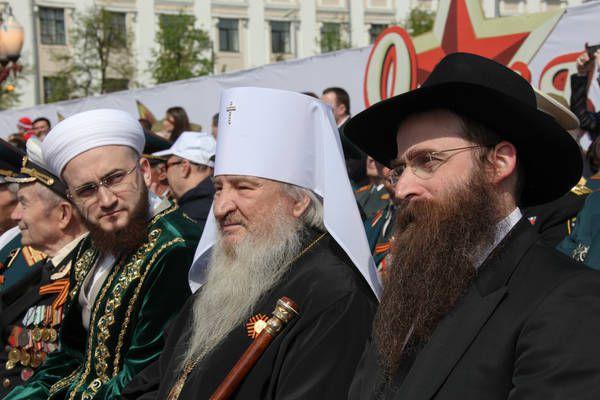 Слева направо: Муфтий Татарстана Камиль Самигуллин, митрополит Казанский и Татарстанский Феофан и главный раввин РТ Ицхак Горелик.
