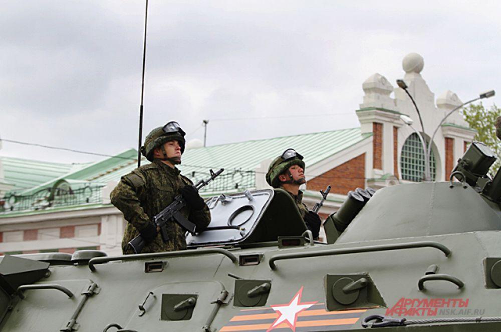 По площади Ленина прошли ракетные комплексы С-400 «Триумф».