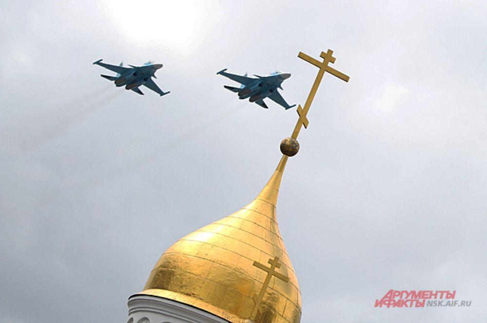 Впервые в параде участвовали два истребителя-перехватчика МиГ-31.