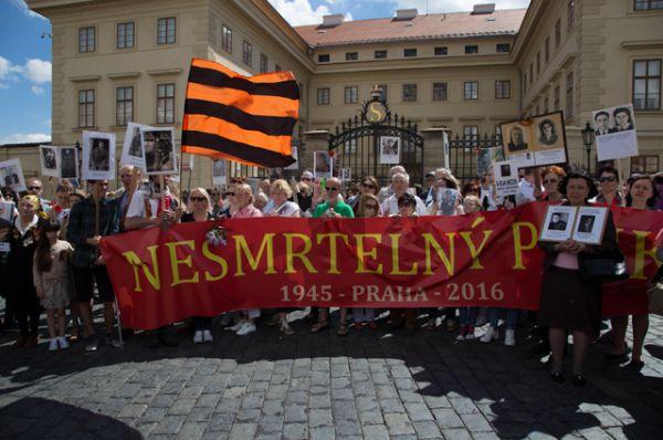 «Бессмертный полк» в Праге.