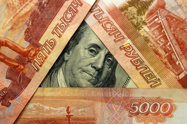 Доллар подорожал на 35 копеек во вторник утром