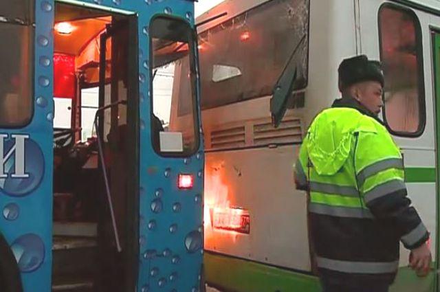 ДПТ произошло, когда троллейбус перестраивался на повороте