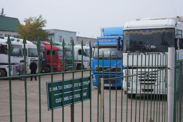 Инспекторов таможни на границе РФ с Польшей подозревают во взяточничестве.