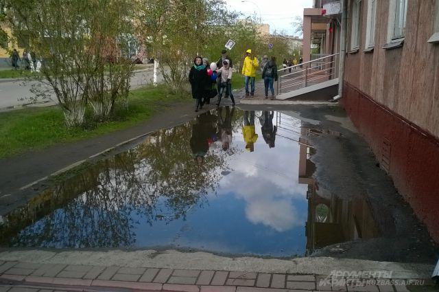 Некоторые лужи в Кемерове вечны: «пережили» уже и Михайлова, и Ермакова.