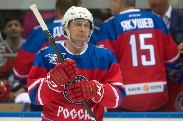 Президент России Владимир Путин в гала-матче турнира Ночной хоккейной лиги между командами «Звёзды НХЛ» и «Сборная НХЛ» в ледовом дворце «Большой» в Сочи.