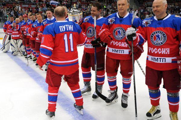 Президент России Владимир Путин после гала-матча турнира Ночной хоккейной лиги.