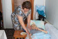 Три года назад Мария Васильевна сломала шейку бедра и стала неподвижной.