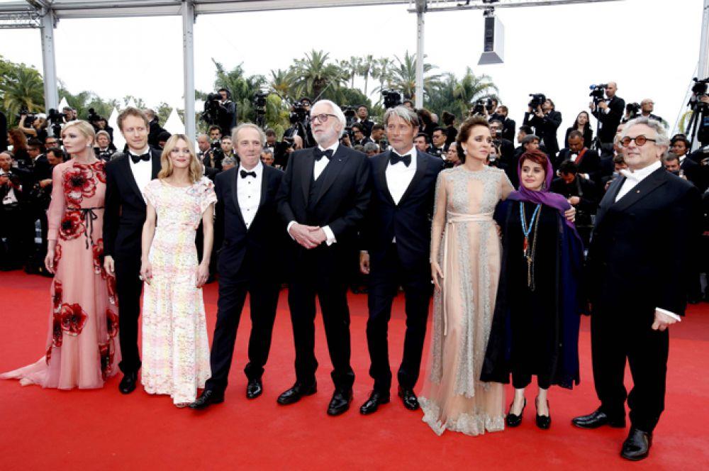 Международное жюри возглавил австралийский режиссер, создатель «Безумного Макса» Джордж Миллер. Валерия Голино, Ванесса Паради и Кирстен Данст также входят в состав жюри.