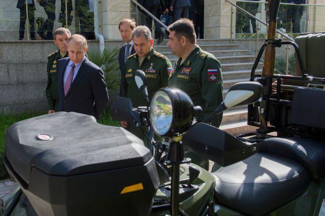 Владимир Путин во время смотра техники в Сочи
