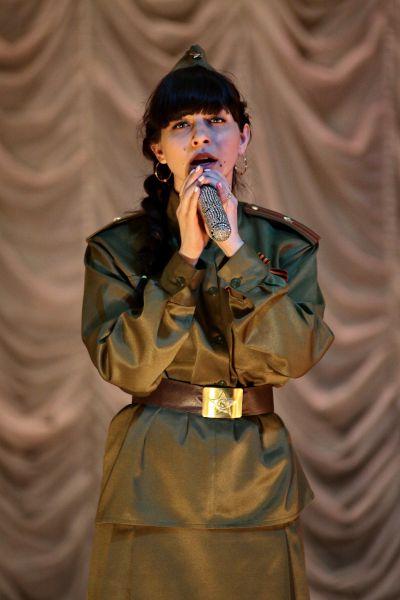 За душу брали фронтовые песни в исполнении участников «Парада детских войск».