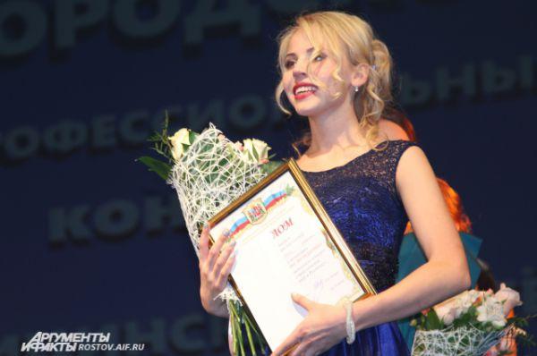 Кристине из команды Железнодорожного района впору было выступать в конкурсе красоты. Своим задором и жизнерадостностью она собрала поклонников в зале. Каждую команду наградили ценным подарком.