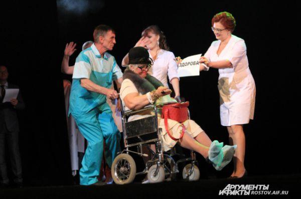 В номерах конкурсантки старались показать качественное обслуживание населения в поликлиниках и больницах.