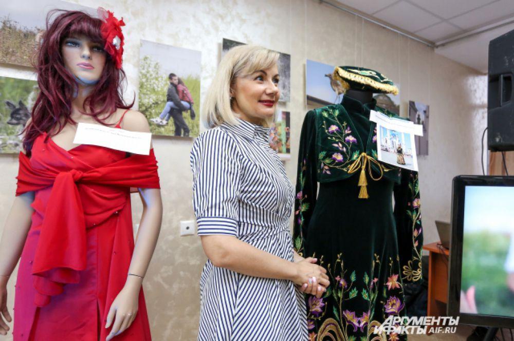 Айгуль Бариева со своими сценическими костюмами.