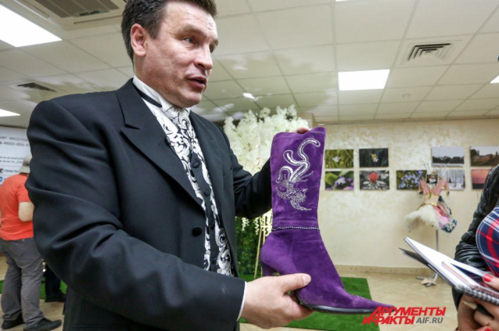Тамада Айдар Садыков собирает наряды татарских звезд эстрады.
