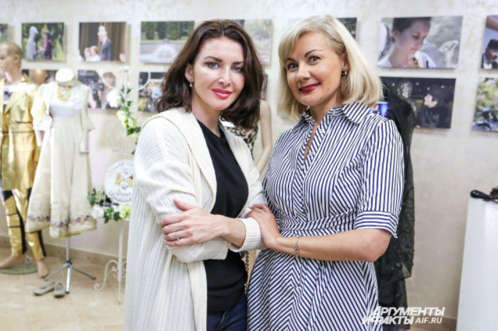 Алсу Абульханова и Айгуль Бариева лично представили свои наряды, в которых выступают на сцене.