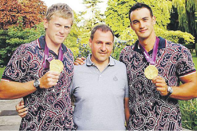Юрий Постригай (крайний слева) и Александр Дьяченко (крайний справа) - первые в истории России олимпийские чемпионы на байдарках-двойках. Постригай теперь выступает за наш регион.