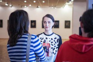 Анна Зимина на открытии своей персональной выставки в Витебске.