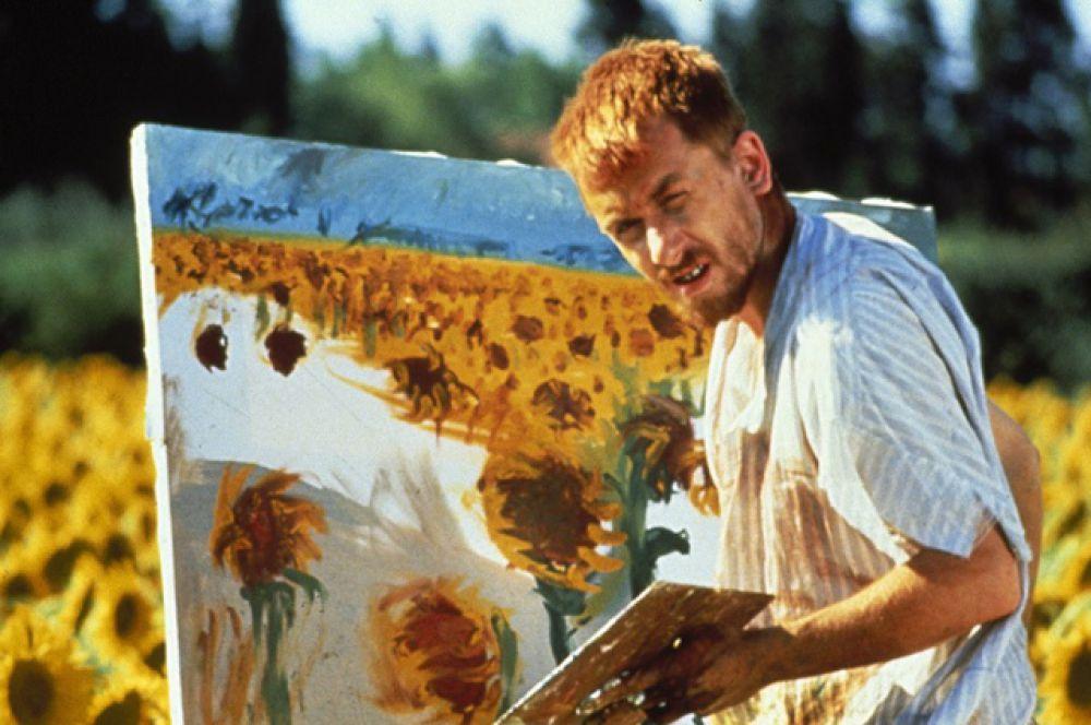 Прорывом для актёра стала биографическая драма «Винсент и Тео» (1990), где ему досталась роль Ван Гога.