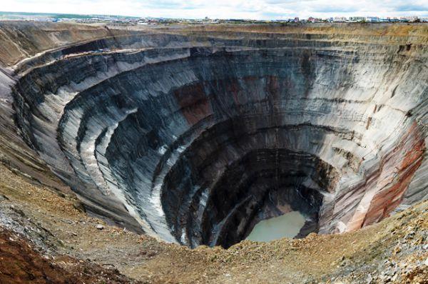 Кимберлитовая трубка «Мир» — коренное месторождение алмазов в Якутии. В 1957 году здесь началась добыча алмазов открытым способом, продолжавшаяся 44 года. К 2001 году карьер имел 525 метров в глубину и более 1200 метров в ширину, став одним из крупнейших в мире. Рядом с карьером образовался посёлок Мирный, ставший центром советской алмазодобывающей промышленности.