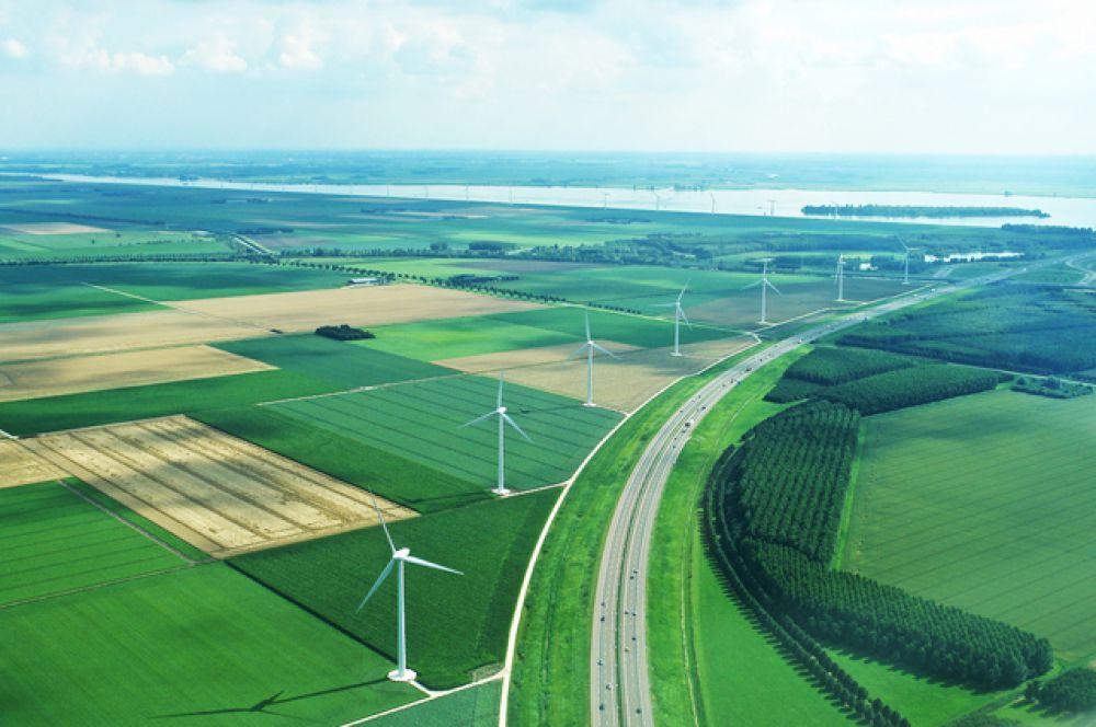 Самая молодая провинция Нидерландов — Флеволанд — находится в центре страны на восточном побережье внутреннего озера Эйсселмер. Была образована в последних десятилетиях XX века на осушенных землях.