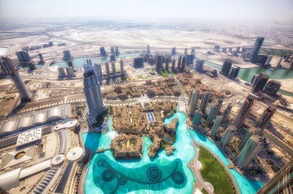 Дубаи — удивительное место посреди пустыни, в котором достижения научно-технического прогресса переплелись с древнейшей культурой. Одним из самых амбициозных проектов эмиратов стали искусственные острова: Пальм, архипелаги «Мир» и «Вселенная».