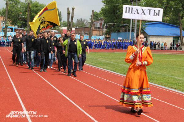 За единственную путевку в финал вместе с хозяевами сражаются Новочеркасск, Таганрог, Шахты и Ростов-на-Дону.