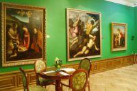 На выставке представлены кропотливо восстановленные картины старинных мастеров.