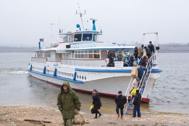 Пассажиры добрались до берега с приключениями