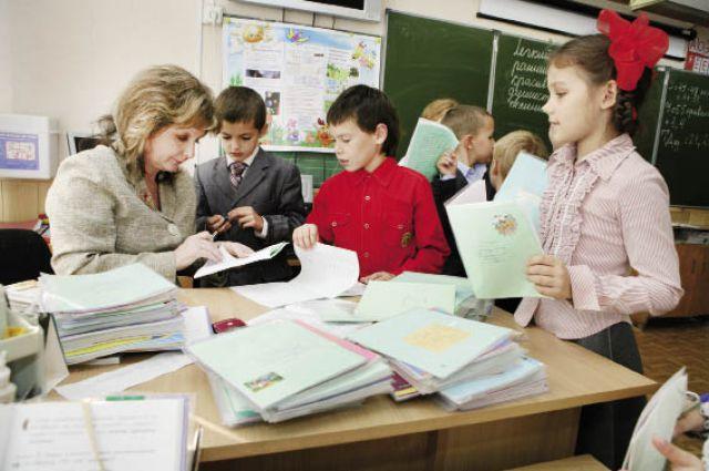 Некоторые школьники займутся углублённым изучением иностранного языка.