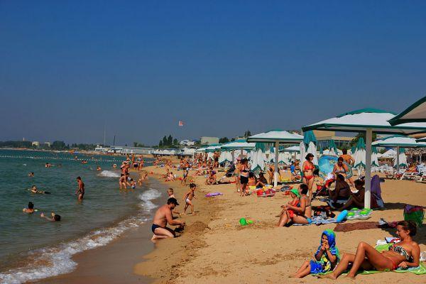Евпатория. Приморский город-курорт на западе Крыма. Проживание - 2600 рублей в сутки.