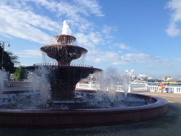 Геленджик. Город-курорт на Черноморском побережье. Проживание - 3350 рублей в сутки.