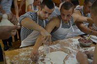 Более 7 тысяч пельменей слепили за сутки курсанты барка «Крузенштерн».