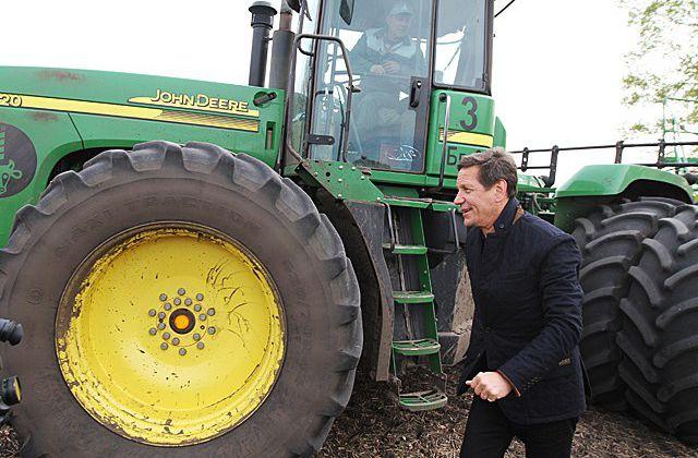 На поле, вспаханом с зампредом, вырастет пшеница