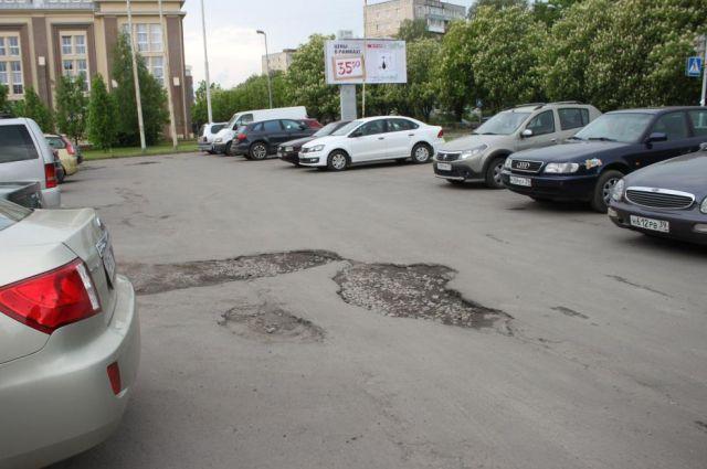 Аварийную парковку возле областного Дворца творчества детей и молодежи отремонтируют к лету.