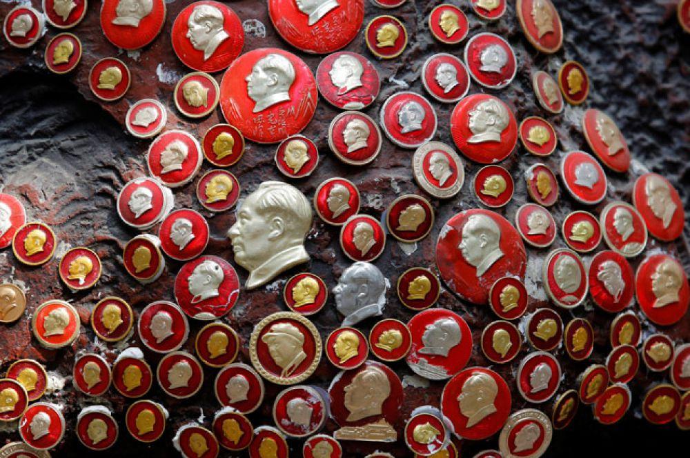 Всего в музее собрано около 100 тысяч таких значков.