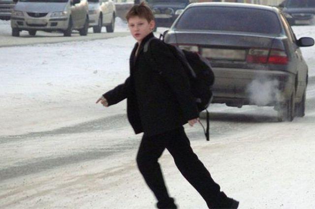 Мальчика сбила машина на пешеходном переходе.
