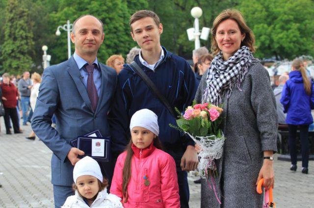 Многодетная ростовская семья Джинибалаян - победитель одного из конкурсов.