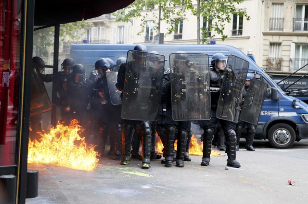 Предложенная реформа должна способствовать созданию рабочих мест во Франции.