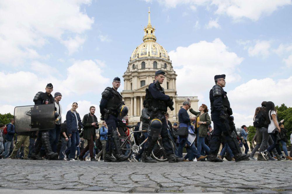 Французские профсоюзы назвали данный законопроект «историческим регрессом» и призвали правительство отказаться от него.