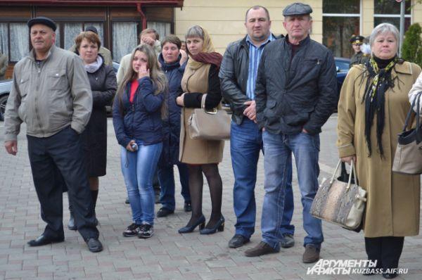 Родные и близкие уже ждут своих солдат домой.