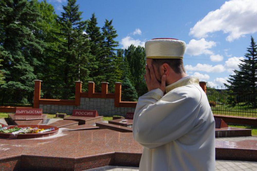 В мае-июне 1944 года с территории полуострова были депортированы 188 тысяч крымских татар, 11 тысяч армян, 12 тысяч болгар, 14 тысяч греков