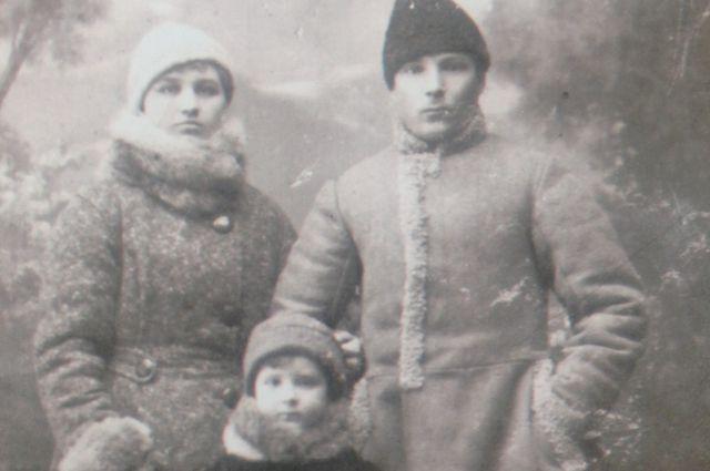 Анисья и Сергей Зубко с дочерью.