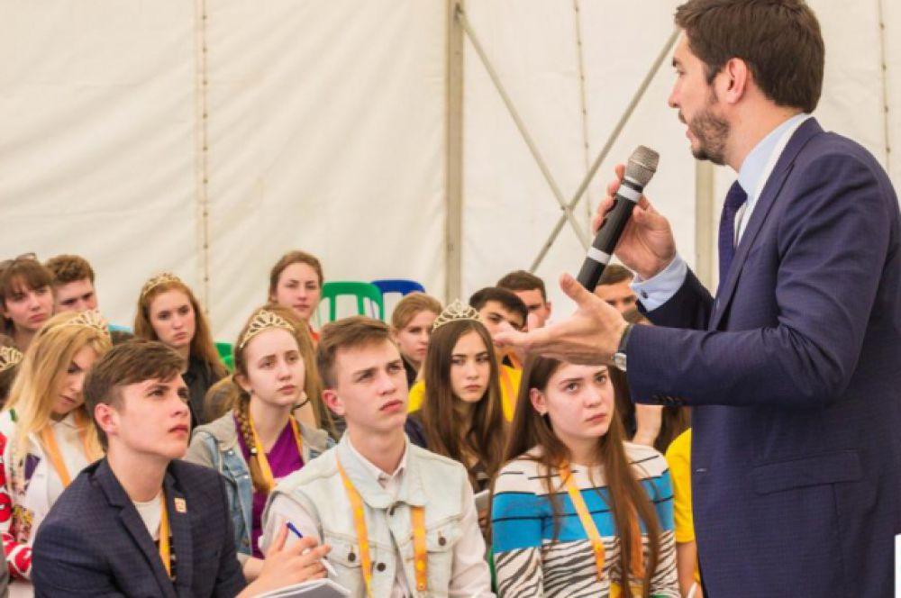 Девиз форума «Твой путь к успеху» выбран неслучайно: в возрасте 14-17 лет юношам и девушкам  необходимо активно включаться в общественную жизнь, социальную практику.