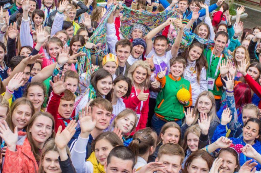 В лагере «Спутник» на берегу Азовского моря завершился традиционный образовательный форум молодежи «Молодая волна».