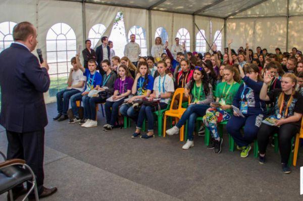 Ректор ДГТУ Бесарион Месхи представил вуз как передовую площадку динамичного развития молодежи в научно-исследовательском, культурном, спортивном и волонтерском направлениях.