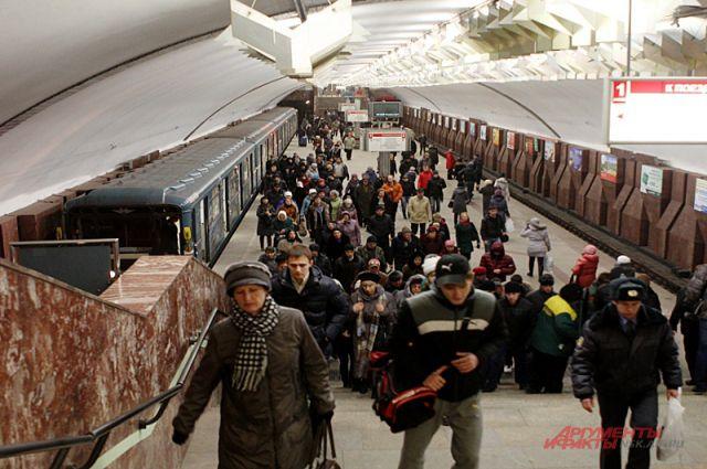 На станция скопилось много народу.