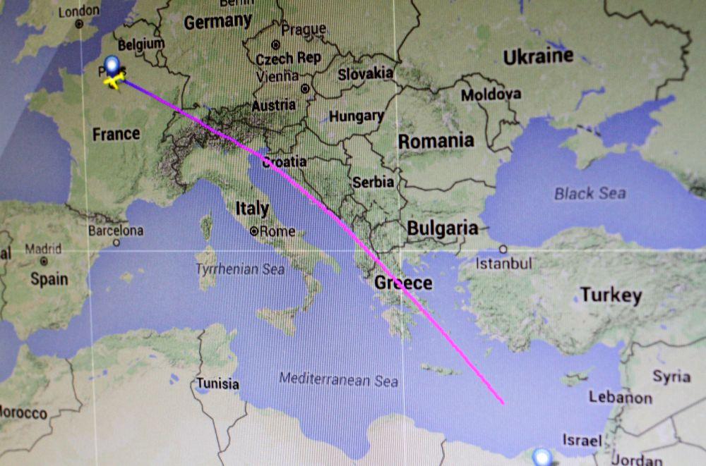 Самолет, летевший из Парижа в Каир, пропал с радаров через двадцать минут после захода в воздушное пространство Греции.