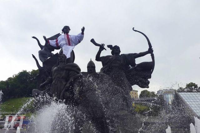 Памятник-фонтан основателям Киева